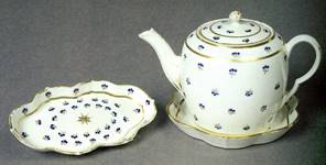 Caughley teapot, stand and spoon tray showing the French Springs pattern.